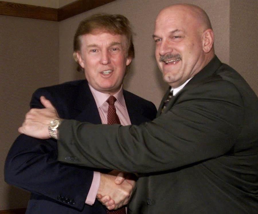 圖為川普(左)和足以與阿諾媲美,且曾擔任過明尼蘇達州州長的傑森˙文圖拉。(圖/網路)