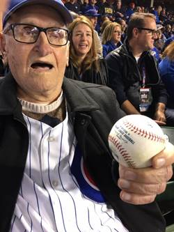 MLB》最忠實的球迷 97歲小熊粉絲重回球場
