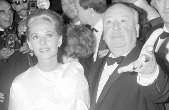 1963年上映的《鳥》被視為希區考克的經典代表作之一。(圖/取材自網路)