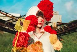 魏如萱不畏颱風來襲 搶拍《末路狂花》封面