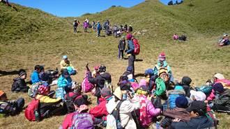 山教會我很多事 小學生邀教長爬山