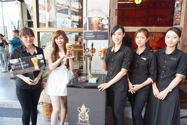 高雄連鎖咖啡品牌季洋咖啡,近來從國外引進氮氣咖啡。(柯宗緯攝)
