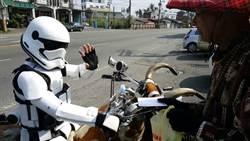 男穿星際大戰勁裝 阿伯誤認員警報案