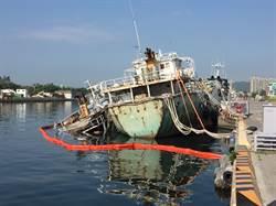 高雄港中隆輪船艉進水沉沒坐底 幸無漏油