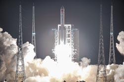 長征五號升空 探月火箭升級換代