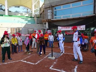 華南金控、弘道獻關懷 阿公阿嬤棒球初體驗