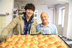 20年沒吃麵包 錦榮為節目破戒