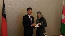 彰化高中頒贈國際馬拉拉獎予敘利亞難民