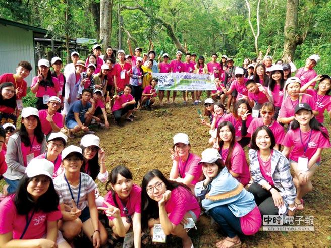 兩岸青年志工齊聚社頂協助部落生態環境維護。圖/主辦單位提供