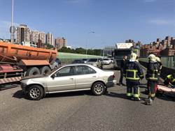 國道汐止車禍  女駕駛輕傷