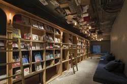 東京出現圖書館旅舍:行萬里路、睡萬卷書