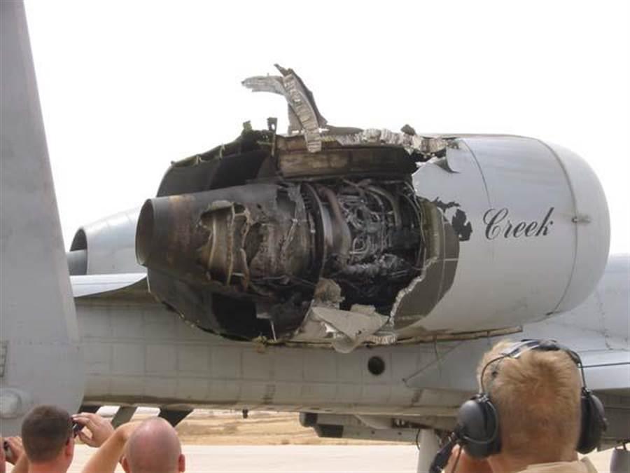 A-10引擎受損特寫。(圖/國防新聞)