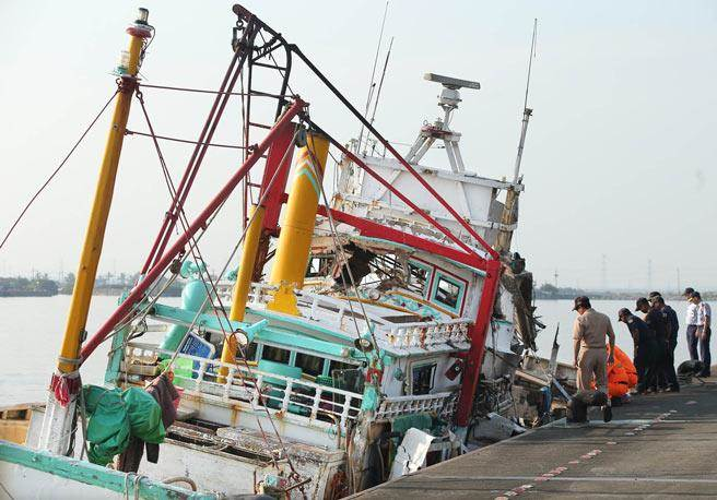 遭雄三飛彈誤擊的翔利昇號漁船。(報系資料照片,王錦河攝)