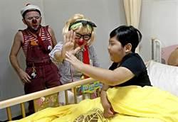 紅鼻子醫生巡診北榮 病童展笑顏