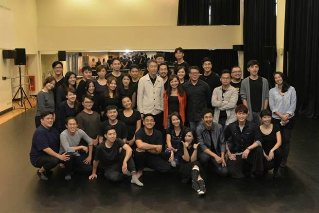 促成這次國際合作機會的台大戲劇系教授姚坤君表示,她教學18年,培育表演人才,一直希望台灣好的作品能被世界看見,直覺推薦《木蘭少女》。圖為記者會現場。(顏謙隆攝)