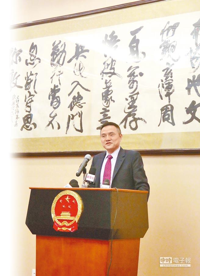 正在菲律賓訪問的大陸商務部亞洲司司長吳政平15日在中國大使館舉行記者會,向媒體介紹他此次訪菲落實杜特蒂總統訪華經貿成果的有關情況。(中新社)