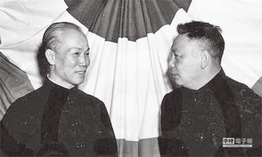 陳誠(左)與蔣經國。(本報系資料照片)