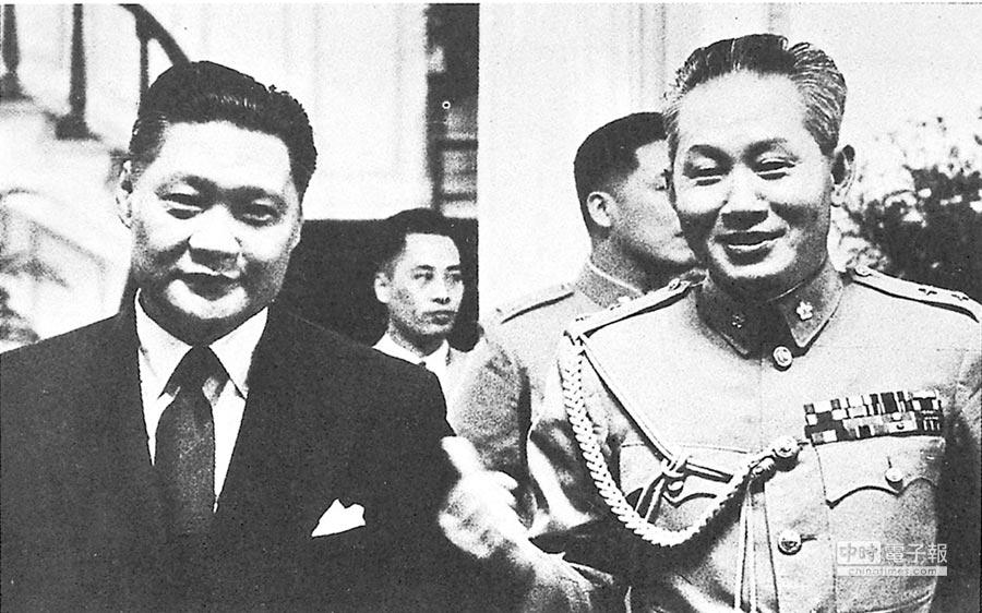 葉公超(左)與孫立人,一文一武,當時在台灣是蔣介石最得力的寵臣愛將(本報系資料照片)