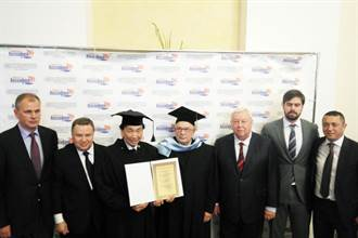 吳經國獲俄羅斯體育大學榮譽博士