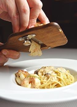 當令美味-STAY餐廳白松露套餐 法王情婦最愛湯品上桌