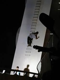 「看到橋上有字」 少年效仿爬新臨安橋塗鴉受罰