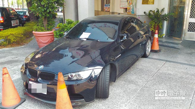 倪宗亨的汽車被拖回警局蒐證,警方原本寄望從車上的行車紀錄器還原現場,卻未尋獲。(李義攝)