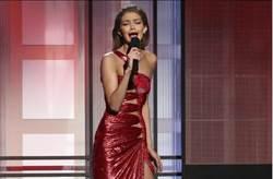 全美音樂獎 超模仿東歐口音酸川普妻被罵翻