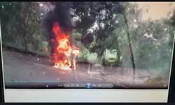 男綁鐵鍊燒死車內 彰化警方查死因