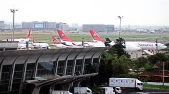 興航停飛 12架飛機擠桃機3個停機坪