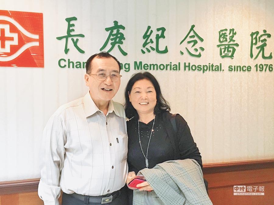 黑色素癌患者黃先生(左)日前腫瘤一度轉移到20多處而心生放棄,在太太鼓勵下,接受新型免疫藥物治療,目前腫瘤均已消失。(倪浩倫攝)