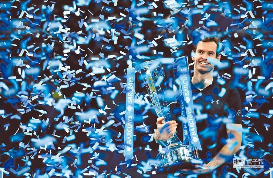 世界排名第1的莫瑞首次贏得ATP年終賽冠軍,也成功捍衛新科球王寶座。(法新社)