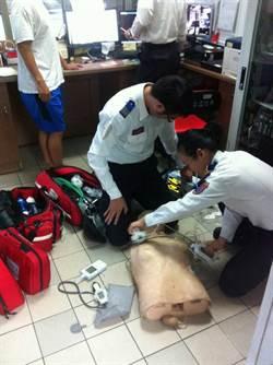 泰國男子高鐵昏迷  女消防員急救成功