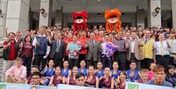 奧運舉重雙金許淑淨回母校 受英雄式歡迎