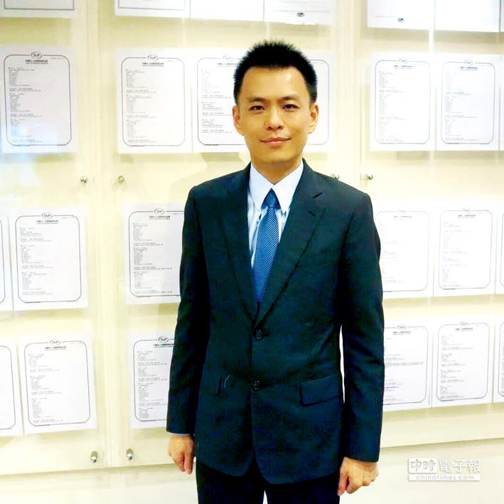 宏景智權科技(股)公司創辦人陳裕禎率領團隊,積極朝向上市櫃之路邁進。圖/利漢民