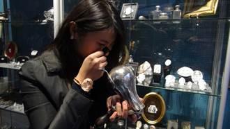 巴黎古董市場頭一遭  台灣姊妹花開藝廊
