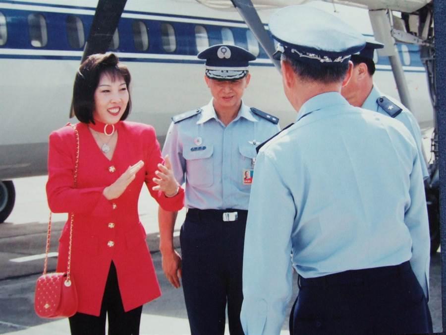 前行政院長唐飛27年前跟高雲(左)學氣功養生法(本報資料照片)