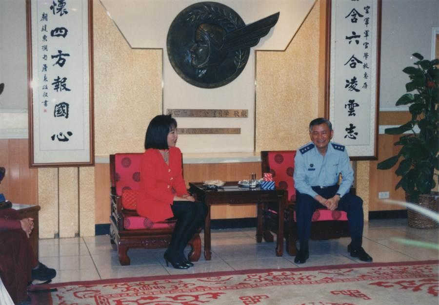 前行政院長唐飛27年前跟高雲(左)學氣功養生法,每天練習不間斷(本報資料照片)