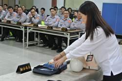 楊梅警員學AED 提高患者存活率