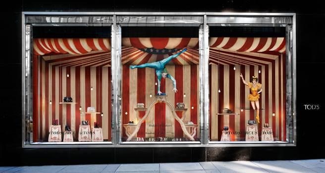奧斯卡金像獎最佳藝術指導獎得獎者Dante Ferretti ,以電影名導Federico Fellini為靈感,為TOD'S紐約麥迪遜大道的精品店設計馬戲團世界櫥窗。