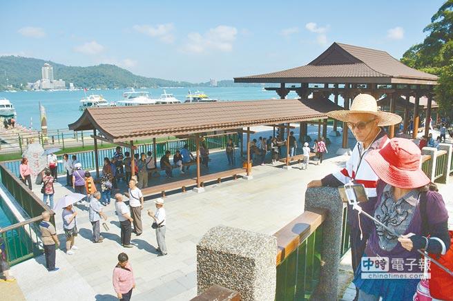 日月潭玄光碼頭新建仿唐日式大牌樓,讓玄光寺周邊充滿古韻風情。(沈揮勝攝)