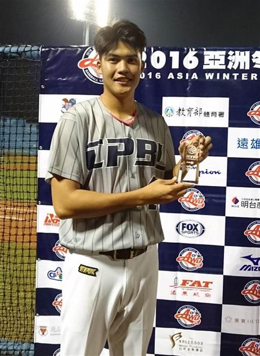 中職聯隊投手范玉禹拿到2016冬盟比賽首座單場MVP。(陳志祥攝)