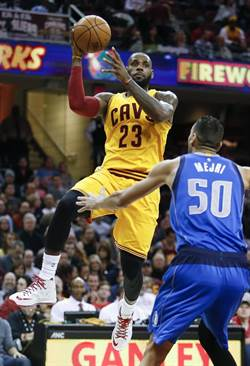 NBA》詹皇第1000場出賽 騎士送小牛8連敗