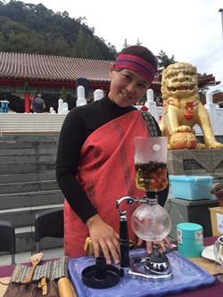 泰雅青農返部落種茶 虹吸煮法行銷梨山茶