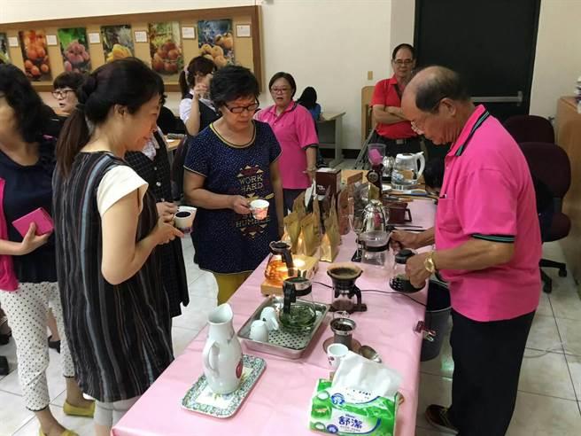 2016台灣有機咖啡評鑑大賽,東勢咖啡農奪3項大獎。(王文吉攝)