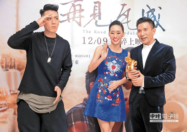 柯震東(左起)、吳可熙與趙德胤3人帶著遺憾慶功,僅趙一人抱回年度台灣傑出電影工作者獎。(羅永銘攝)