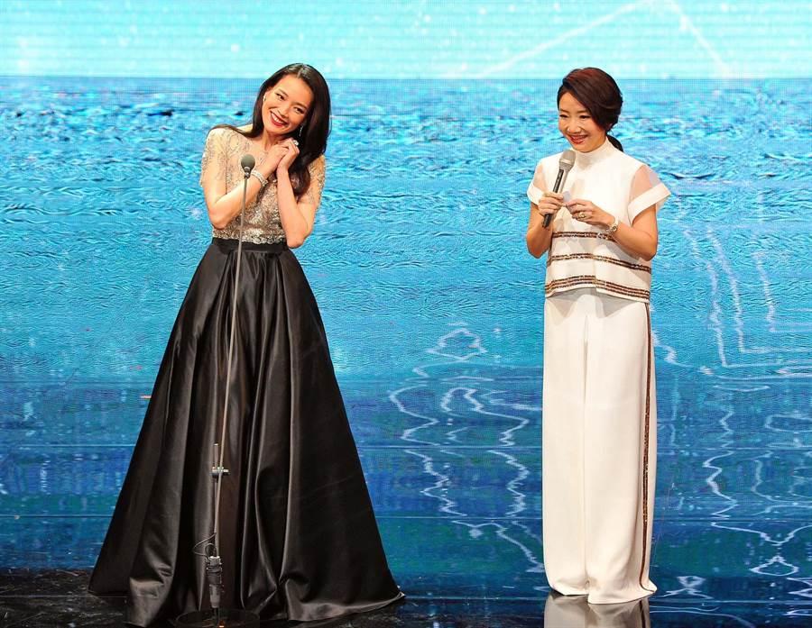舒淇擔任頒獎人與陶晶瑩互動,成了金馬53收視最高點。(金馬獎執委會提供)