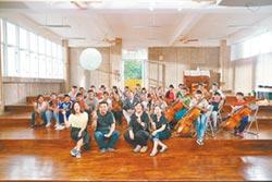 教師夫妻背債孕育小小音樂家 親愛愛樂 首支原住民提琴樂團