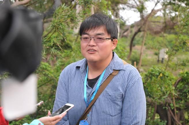 縣府農林科長鐘立偉表示,將評估交由縣畜試所展示教學,或交由台灣相關單位處理。 (李金生攝)