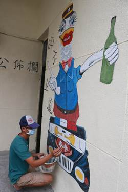 醉不上道!酒駕社勞人將悔悟畫在牆壁上