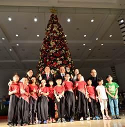 君鴻酒店歲末送暖 辦「天使樹」點燈儀式